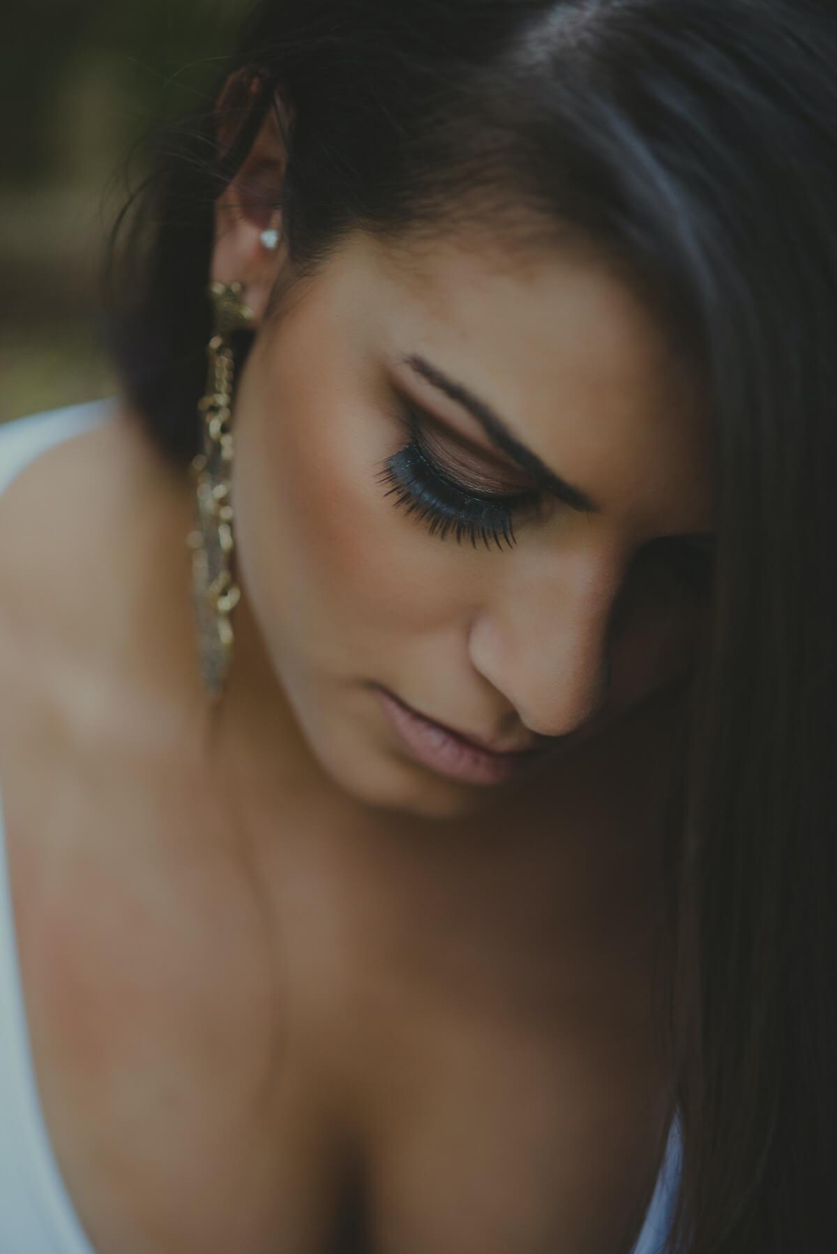 Descubre cuáles son esos errores que cometemos a la hora de maquillarnos las pestañas.